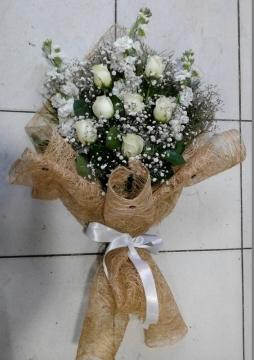 3 Adet Beyaz Şebboy ve 7 Adet Beyaz Gülden Buket